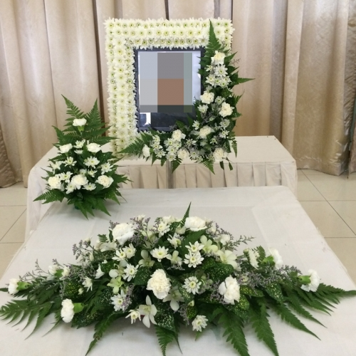BCF-4-Free-thinker--$250-photowreath,-coffin-top-_-small-arrangement